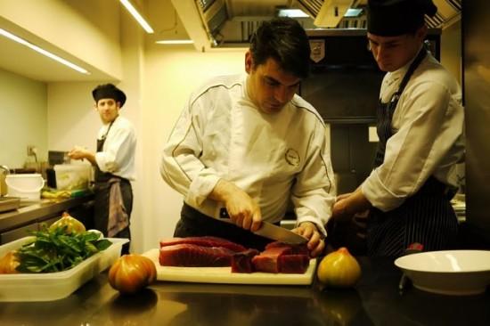 alumnos cocinando