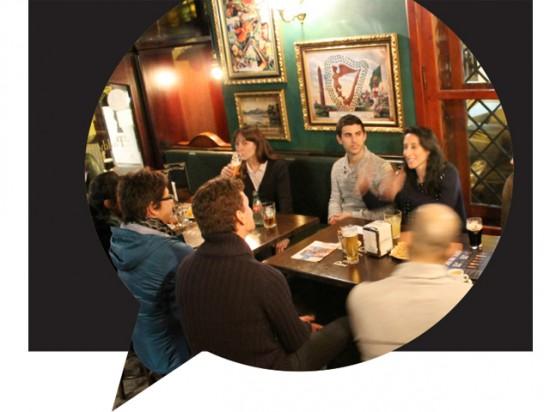 Estudiantes en el grupo de conversacion-español-ingles