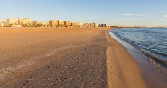 Playa_del_Puerto_de_Sagunto,_España,_2015-01-04,_DD_94